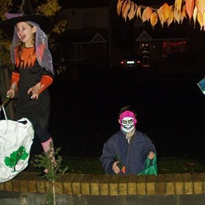 OLYMPUS DIGITAL CAMERA-Interesting Facts About Halloween