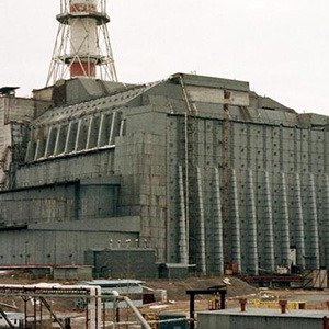 "KIE04:UKRAINE-BELARUS-CHERNOBYL:CHERNOBYL,26APR99 - FILE PHOTO 3MAR99 - The general view of the concrete ""sarcophagus"" built over Chernobyl nuclear power plant's fourth reactor that exploded on April 26 in 1986, causing the horrible ecological catastrophe. Slav neighbours Ukraine and Belarus held mournful ceremonies on Monday, marking the 13th anniversary of the Chernobyl tragedy and paying tribute to those who fought the world's worst civil nuclear accident. Picture taken 3MAR99.  yk/Photo by Gleb Garanich      REUTERS"